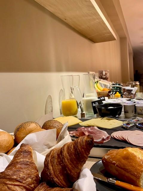 Ontbijt in de ontbijtruimte bij Bloom Hotel te Lochristi
